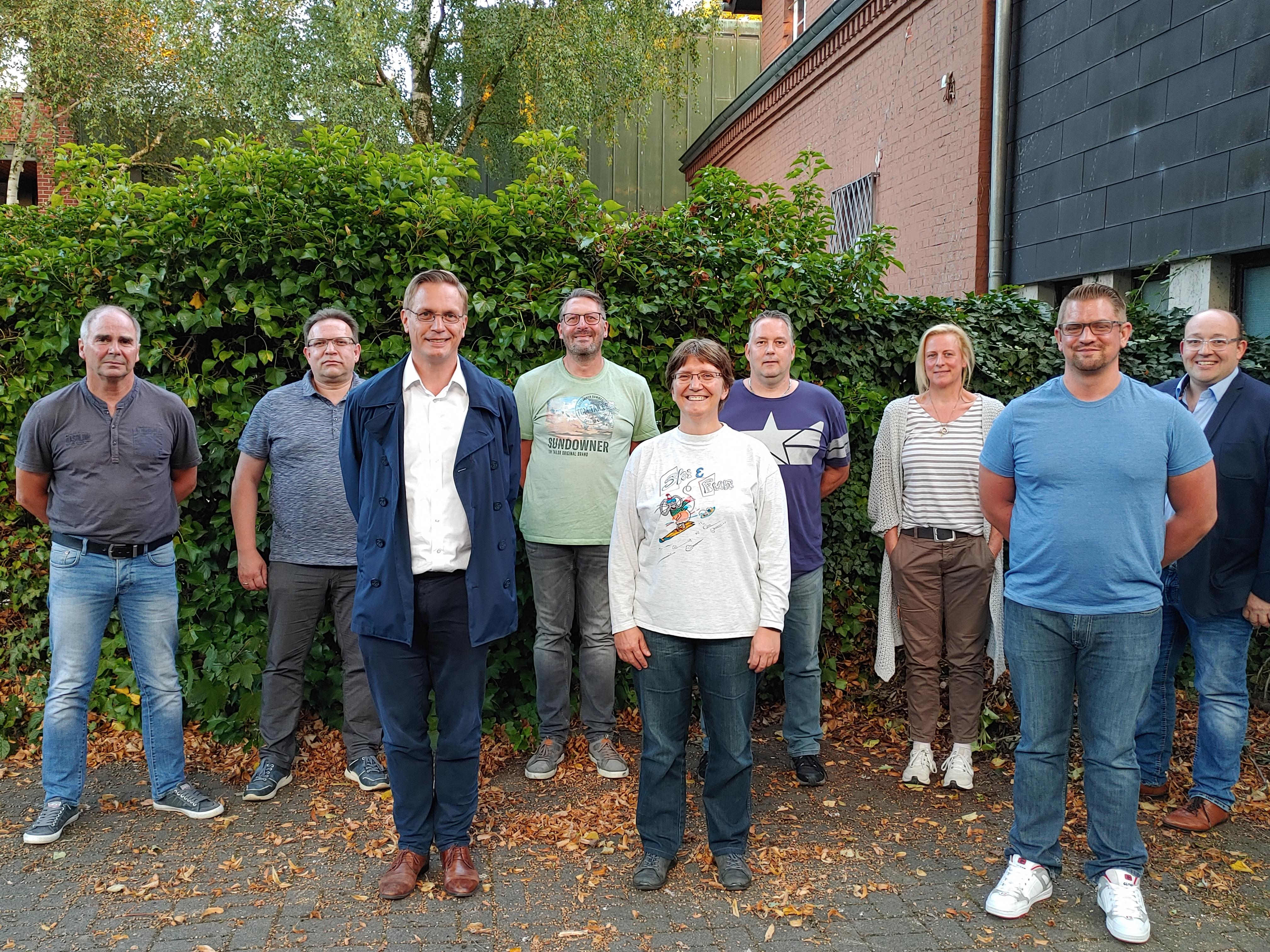 Bild von links nach rechts: Helmut Richter (Kassenprüfer), Rainer Hoyer, Arno Zurbrüggen (1. Vorsitzender), Ralf Vorjohann (2. Vorsitzender), Carola Oen (Beisitzerin), Holger Werminghaus (1. Vorsitzender SG Oelde), Jutta Jaßmeier-Griess (Beisitzerin), Nils Brüggemann (Kassenwart), Markus Pohlmann (Kassenprüfer)
